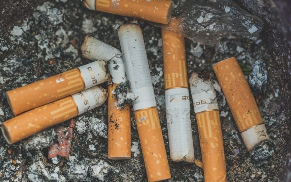 ashtray effects of cigarettes on your teeth
